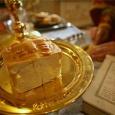 In centrul Rugăciunii celei mari a Sfintei Jertfe este nucleul, inima Sfintei Liturghii și încoronarea tuturor laudelor bisericești, cel mai mare act liturgic, anume momentulprefacerii pâinii și vinului în […]
