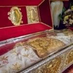 (Video) De ce, când și cum se schimbă veșmintele Sfintei Cuvioase Parascheva
