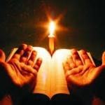 În loc să alungaţi întunericul, mai bine deschideţi mâinile către braţele lui Hristos